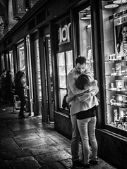 Enlacs (Gilles83100) Tags: street blackandwhite bw love lovers amoureux