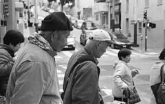 Waiting at the Corner, Chinatown, SF (bclook) Tags: sanfrancisco street leica classic 50mm chinatown noiretblanc kodak trix d76 summicron schwarzweiss selfprocessed m6 400iso 502 filmisnotdead istillshootfilm bwfp