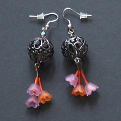 tulipes (fabrikarine) Tags: fleur vintage collier bijoux plastic boucle fou cuivre doreille