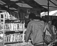 (frscspd) Tags: cambridge music film dvd pentax takumar market cd candid books cds ilfordxp2 58mm mx ilford marketsquare filmgrain marketstall bookstall pentaxmx markethill takumar58mm ilfordxp2400bw 20160111 00390011 paulsbookstall