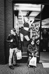 Viva Glamour @ Amsterdam (PaulHoo) Tags: city people blackandwhite bw film monochrome shop analog glamour candid voigtlander bessa trix grain streetphotography rangefinder r2 viva kalverstraat lightroom 2016 streetcandid