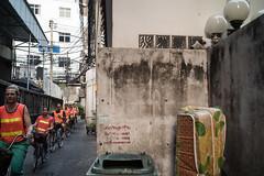 * (Sakulchai Sikitikul) Tags: street leica bicycle cat 35mm thailand bangkok streetphotography summicron