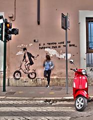 La tentacion est cerca / The temptation is near (Joan Otero) Tags: red rome roma girl frozen rojo chica motorcycle temptation helado motocicleta tentacion