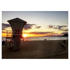 Sunset 2E (jcc55883) Tags: ocean sunset sky 2e clouds hawaii waikiki oahu horizon lifeguard pacificocean ipad kapiolanibeachpark ipadair
