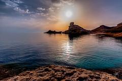 Le coucher du Sphinx / The bedtime of the sphinx (Jean-Jacques Mattei) Tags: seascape rock sphinx sunrise corse corsica rocher contrejour coucherdesoleil bonifacio corsefrance paysagecorse mercorse pertusatu cappertusato capupertusatu