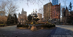 City Hall park, New York City hall and Brooklyn Bridge City Hall, New York, USA (Gaston Batistini) Tags: park new york city bridge usa newyork brooklyn canon hall cityhall batistini gbatistini gastonbatistini 5dsr