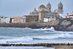 Rompiendo las olas (CarlosJ.R) Tags: espaa mar andaluca waves marejada oleaje playa cdiz olas ocano rompiente