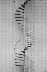 Go where? - Sigma-Z 135mm 2.8 Pantel lenstest (leunkstar) Tags: blackandwhite building wall stairs escalator sigma tele 28 135 exit emergency bnw circular ais 135mm telelens lenstest d90 wenteltrap pantel nikond90 sigmaz pantell sigmapantel135mm28
