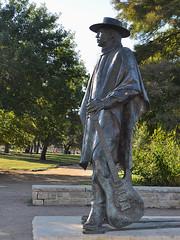 Austin - Stevie Ray's Statue (Drriss & Marrionn) Tags: street city sculpture usa statue austin texas outdoor blues streetlife streetscene urbanjungle guitarplayer srv austintx bluesmusic streetviews rockandrollhalloffame citytrip stevierayvaughan