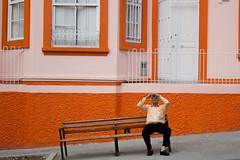 Tomar un airecito (Camilo Bayona) Tags: people orange self canon personas urbano