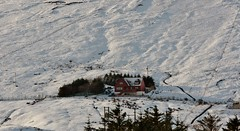 House Under The Hill IMG_7387 (Ronnierob) Tags: snow voe shetlandisles