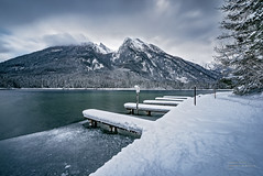 frozen landscape pt III - Lake Hintersee (A.R.F.R) Tags: longexposure schnee winter light sea sky cloud mountain snow mountains cold ice nature water berg clouds montagne germany landscape deutschland photography berchtesgaden licht nikon nuvole fotografie natur himmel wolken wideangle natura berge filter cielo neve nikkor kalt eis inverno landschaft montagna freddo cloudporn luce paesaggio waterscape ghiaccio weitwinkel naturezza lanzeitbelichtung esposizionelunga 1424mm berchtesgadnerland
