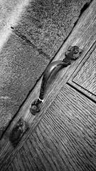 Worn (Nigel Hannant) Tags: door wood old blackandwhite bw church handle noiretblanc norwich latch