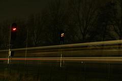 Nachtfoto's Delft Zuid ([Publicer Transport] Ricardo Diepgrond) Tags: ns delft sein zuid treinen lange snelheid sluitertijd nachtfotos sgmm doorkomst vervaging