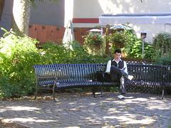 Halfrond (Merodema Books &c) Tags: bench lesen reading banco bank read parkbench banc lire fff bankje lezen sitte penkki bnk bekkur lectio lieverlezend legere lamh lze citanje legadon