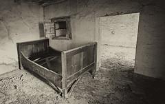 #abbandonografando (claudio g) Tags: history bed ancient historic letto storie storia abbandono