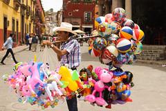 (Seel VP) Tags: colors canon colorful exterior balloon colores sanmigueldeallende guanajuato gto fumar cigarro 2016 globero tarimoro