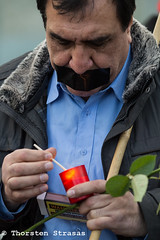Piraten und Kurden protestieren vor Kanzleramt gegen Erdogan (tsreportage) Tags: berlin turkey march protest embassy civilwar freedomofspeech mitte tiergarten kundgebung kurdistan tuerkei mda pirateparty kurds bundeskanzleramt piraten botschaft ypg hdp meinungsfreiheit kurden pressefreiheit landesvorsitzender federalchancellery pressfreedom buergerkrieg ypj dmeonstration navdem bvvspandau rallymdemo