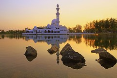 IMG_1439 ~ Kembali (achem74) Tags: trip travel sunset lake architecture canon buildings eos wideangle places mosque malaysia terengganu kualaterengganu canonlens floatingmosque kualaibai canoneos700d eos700d 10mm18mm