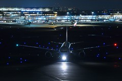 Arrival at night (mon_masa) Tags: japan night airplane tokyo airport nightscape aircraft airline nightview nightphoto boeing jal airliner hnd b777 rjtt b777200