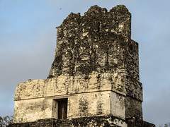 "Tikal: le Temple 2 ou Temple des Masques <a style=""margin-left:10px; font-size:0.8em;"" href=""http://www.flickr.com/photos/127723101@N04/26211841286/"" target=""_blank"">@flickr</a>"