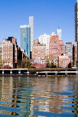 Manhattan viewed from Roosevelt Island (Dave_Lawrence) Tags: rooseveltisland