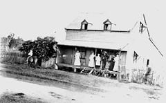 Stephen and Maria Smith's home in Tingalpa Road, Hemmant, Qld (Aussie~mobs) Tags: home vintage australia queensland stephensmith hemmant mariasmith tingalparoad