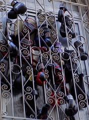 la casa del pugile (Paola Ronco) Tags: finestra genova boxe vicoli pugile guantoni