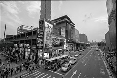 Saturday crowd (tom120879) Tags: city fuji district taiwan 101 fujifilm taipei shinyi xt1
