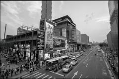 Saturday crowd (tom120879) Tags: city fuji district taiwan 101 fujifilm taipei shinyi xt1