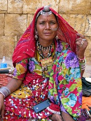 jaisalmer 2015 (gerben more) Tags: woman india colors colours cellphone jewellery jaisalmer rajasthan