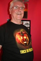 T-Shirt (ianharrywebb) Tags: portrait halloween tshirt selfie iansdigitalphotos drwhotshirt