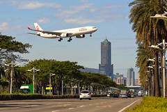 landing (Yi-Liang Lai) Tags: road street city trees sky clouds canon airplane cityscape aircraft flight taiwan landing kaohsiung       mobile01   85    kaohsiungcity      canon6d