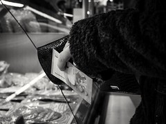 023/366 - Sicherheit / & Security (Boris Thaser) Tags: street city people blackandwhite bw woman money shop project shopping germany bayern deutschland bavaria store clothing flickr hand adult market wallet finger candid coat streetphotography scene menschen laden clothes cash explore purse stadt creativecommons photoaday sw 365 frau unposed markt geschft projekt 43 augsburg tog geld pictureaday mantel buying kaufen kleidung shoppen einkaufen einkauf szene 366 geldbeutel portemonnaie ungestellt bekleidung schwarzweis project365 querformat landscapeformat project366 erwachsener strasenfotografie streettog fujifilmxt1 fujixt1