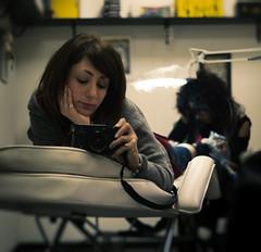 my new experience 3. Ognuno perso, perso dentro i fatti suoi . (monicacastigliego) Tags: studio friend artist ivy painter romeo tatoo chiara amica artista golconda edera tattooist 35mmf14 pittrice tatuatrice fujixpro1
