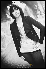 Silvia (Krueger_Martin) Tags: portrait blackandwhite woman white black berlin girl 50mm bokeh portrt silvia frau blacknwhite schwarz weis canon50mmf14usm festbrennweite primelense canoneos5dmarkii schwarzundweis canoneos5dmark2 beyoundbokeh