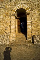 De Sombras y Umbrales (sierramarcos14695) Tags: muro persona puerta guatemala iglesia sombra siluetas quiche piedra umbral chajul