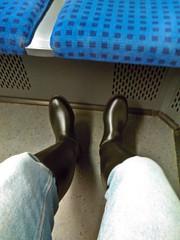 In the train (northseaboy) Tags: schnee snow rain station train river wasser boots zug rubber jeans riding nora gelb wellingtonboots bahn wellies waders rubberboots gummistiefel wellingtons gummihandschuhe gayrubber reitstiefel watstiefel gummistvlar gummireitstiefel regensachen