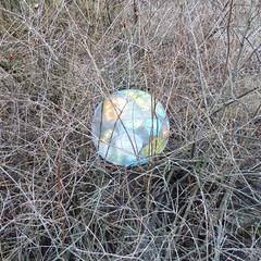 puskis (neppanen) Tags: house building ball suomi finland helsinki talo beachball pallo rakennus rantapallo discounterintelligence sampen helsinginkilometritehdas karhunkaatajantie karhunkaatajantie16