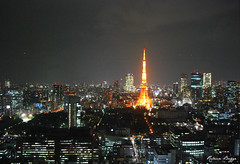 The city that never sleeps (DameBoudicca) Tags: city tower japan skyline night tokyo noche torre tour nacht worldtradecenter  tokyotower torn nippon  shiba turm nuit japon notte giappone minato nihon tokio japn    shibapark     shibaken