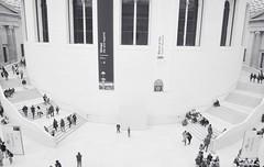 Museo Britnico. Hall de entrada (Leandro Fridman) Tags: blackandwhite byn blancoynegro museum nikon bn british museo britnico d60