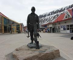 Longyearbyen, Svalbard (carina.ericsson) Tags: statue svalbard longyearbyen coalminer