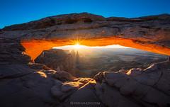 Mesa Arch (Piriya Pete Wongkongkathep) Tags: sunrise utah arch canyonlands mesa