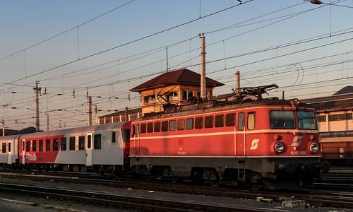 31.08.2006 Österreich. Salzburg. ÖBB 1042 034 mit REX