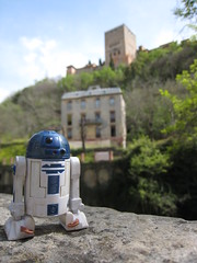 Vertically Challenged (jpberba) Tags: travel spain action actionfigures r2d2 alhambra figures granda artoo toyphotography afaa