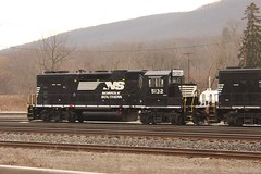 NS 5132 @ Gang Mills (Clear333track1west) Tags: railroad train railway trains southerntier norfolksouthern emd gp382