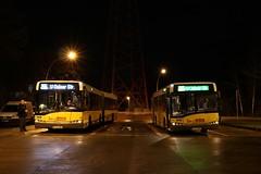 Solaris 4400+4293 (Hannes Eisenach) Tags: bus berlin canon busse nacht led 24mm solaris fahrzeuge bvg endhaltestelle