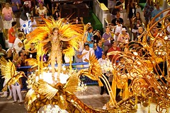 The Muse (Rice Bear) Tags: carnival costumes brazil rio riodejaneiro br feathers carnaval float beijaflor floats carioca sambadromo sambadrome carnival2016 riocarnival2016