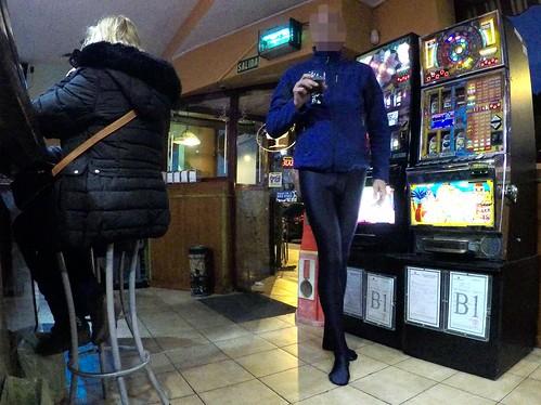 Public Marie Claire lycra pantyhose . Con pantys Marie Claire de piel de gato en público