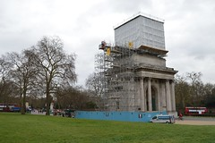 Wellington Arch with box (Matt From London) Tags: scaffolding wellingtonarch hydeparkcorner